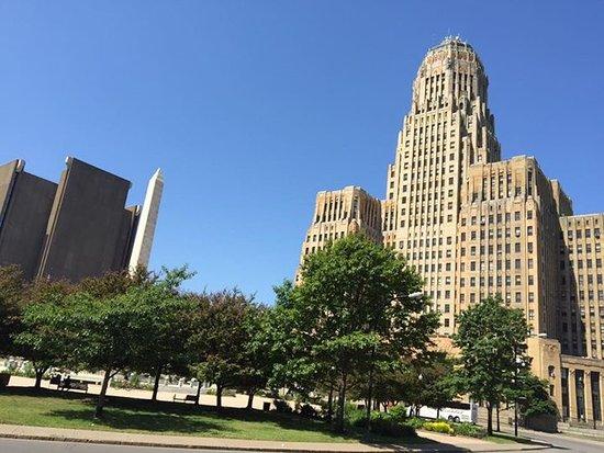 Open-Air Autobus of Buffalo : Buffalo City Hall
