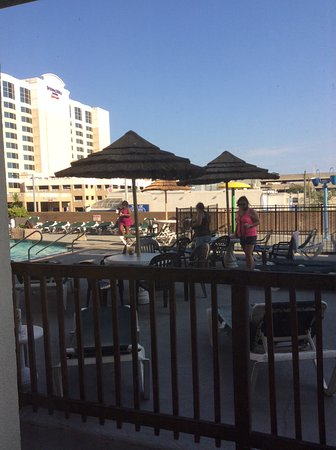 Days Inn Virginia Beach Oceanfront: This was the view from my room on 2nd floor!!