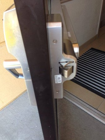 La Quinta Inn & Suites Verona: BROKEN LOCK NOT FIXED COULD ENTER WITHOUT KEY OUTSIDE DOOR