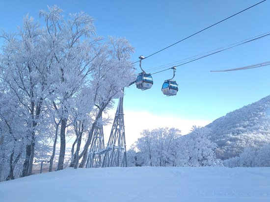 Ajigasawa-machi, Ιαπωνία: Aomori Spring Gondola takes you to over 920m above sea level
