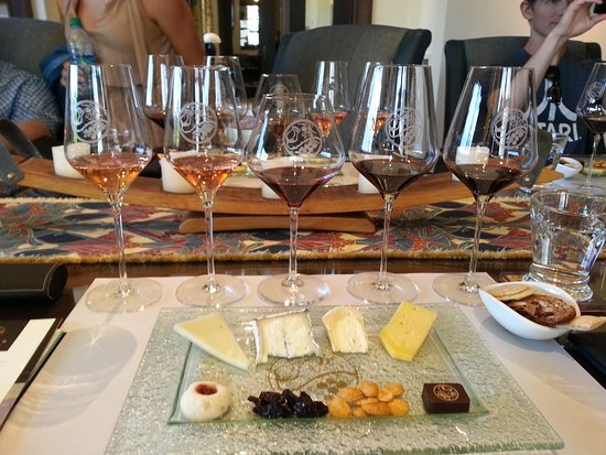 Glen Ellen, Califórnia: Lasseter Family Winery tasting