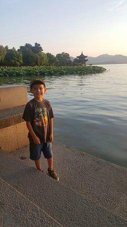 West Lake (Xi Hu): 20160722_032922_large.jpg