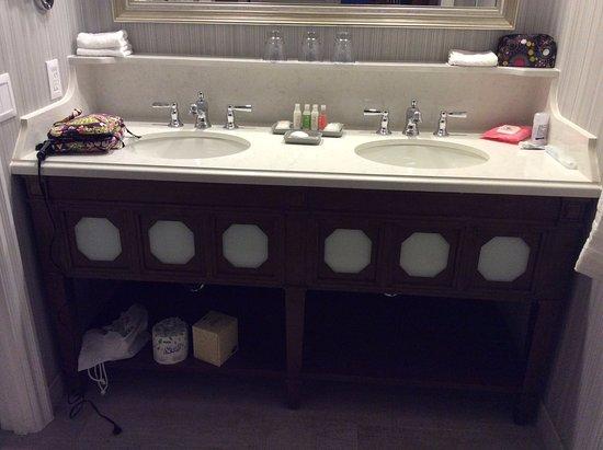 Disney's Beach Club Resort: Clean bathroom and double sinks
