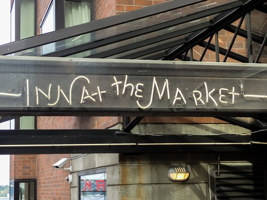 Inn at the Market: Entrance on Pine St.