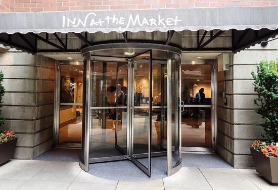 Inn at the Market: Entrance from the courtyard