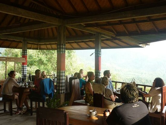 Munduk, Indonesien: They are all so hapoy with the foods and coffee, thanks