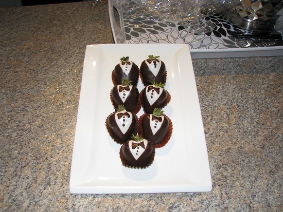 Ste. Anne's Spa: Chocolate covered strawberries waiting in our room on our arrival.