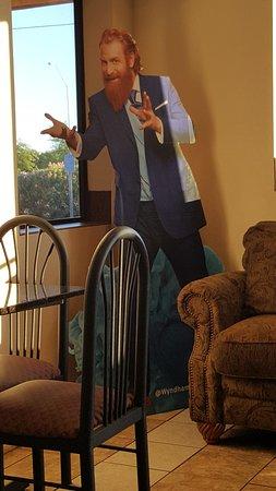 Days Inn Yuma: creepy guy in the lobby