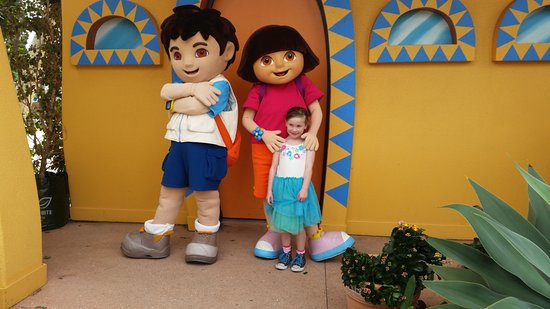Main Beach, Australia: Dora and Diego with Peyton