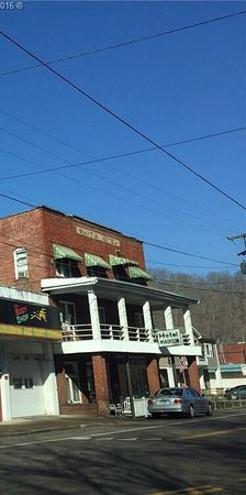 Madison, WV: This is my grandmothers hotel😊