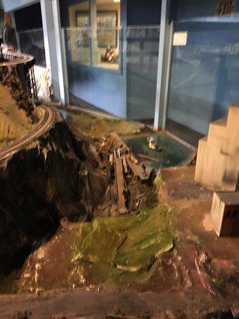 Flemington, نيو جيرسي: More collapsed stuff.