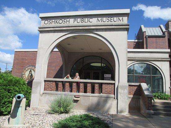 Outside the Oshkosh Public Museum