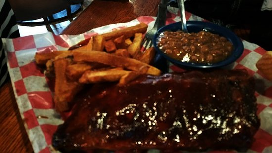 Brentwood, TN: Half Rack with Beans and Fries..
