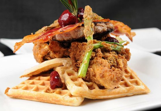 Port Orange, FL: Chichen and waffles