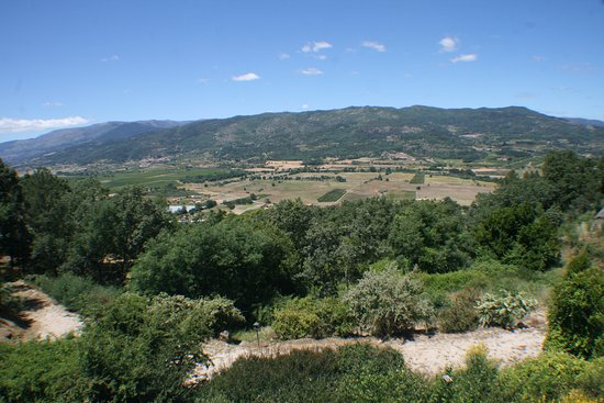 Belmonte, Portugalia: View across the valley from the room
