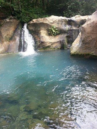 Hacienda Guachipelin: Catarata en la Hacienda