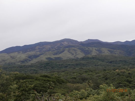 Hacienda Guachipelin: Vista hacia el volcán