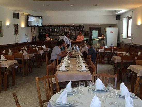 Santa Clara a Velha, Portugal: Restaurant (interior)