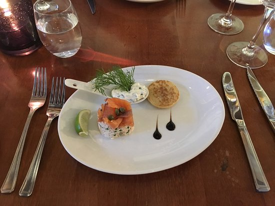 Great Missenden, UK: Cornish white crab with smoked salmon and blinis