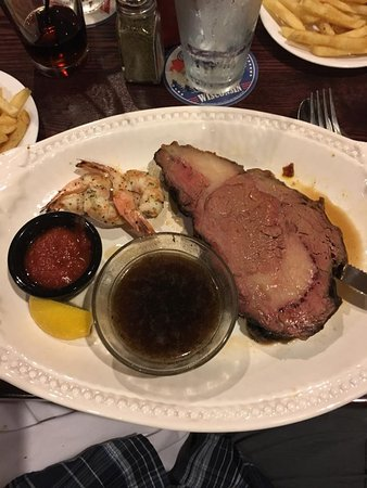 Monroe, WI : The 10oz Prime Rib and 3 shrimp Saturday night special