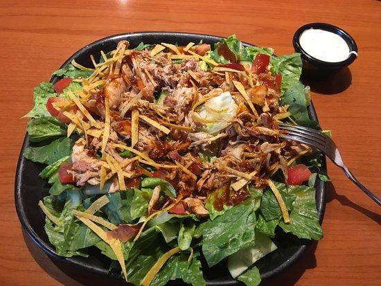 Aptos, CA: bbq chicken salad...yummie!
