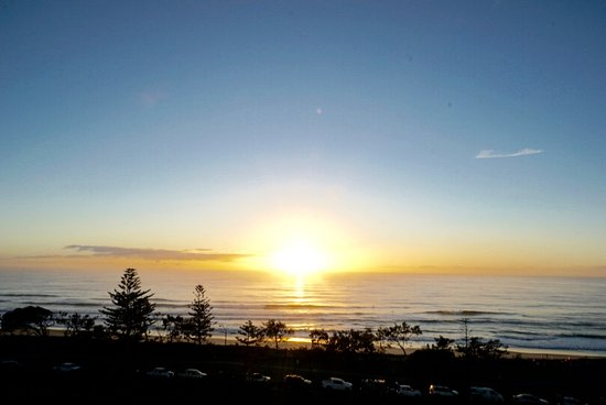 Alexandra Headland, Avustralya: Sunrise from Main Bedroom - Penthouse Apartment # 601