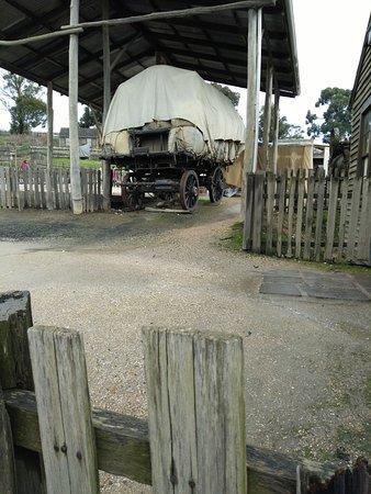 Ballarat, Austrália: A wagon carrying bales of wool.