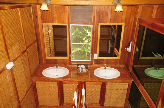 Kingfisher Ecolodge: Comfort bungalow interior