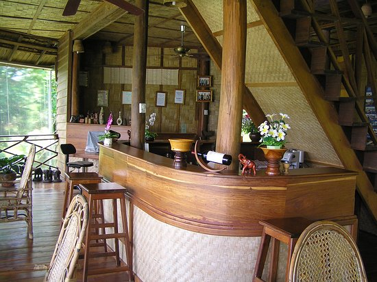 Ban Khiet Ngong, Laos: Bar and reception area