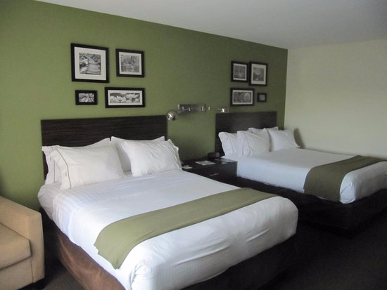 Rogers, MN: Very clean and comfortable beds