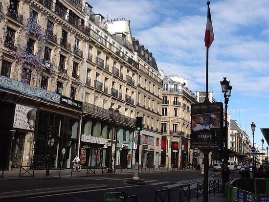 Tonic Hotel Louvre: A una cuadra del hotel, Rue de Rivoli