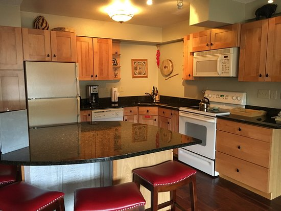 Snowmass Village, CO: Nice Kitchen ( room 2204)
