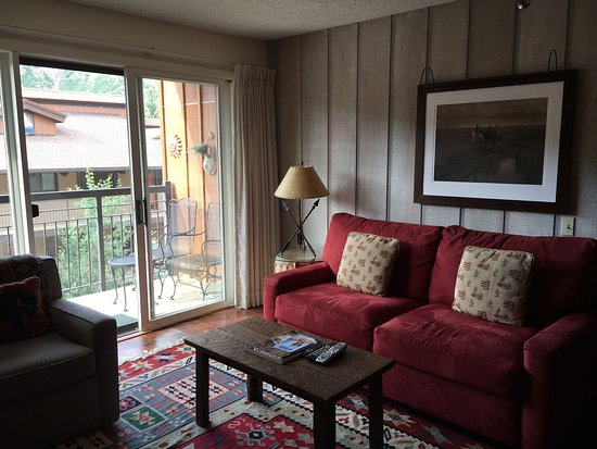 Snowmass Village, CO: Living room with private balcony