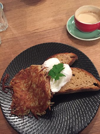 Albury, Australië: poached eggs and roesti