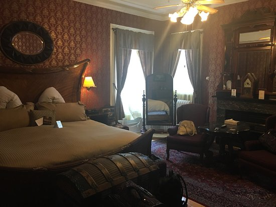 Waverley Inn: Nice but overpriced for the Two Sisters room