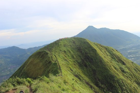 Pemandangan Di Puncak Gunung Andong Foto Gunung Andong Magelang