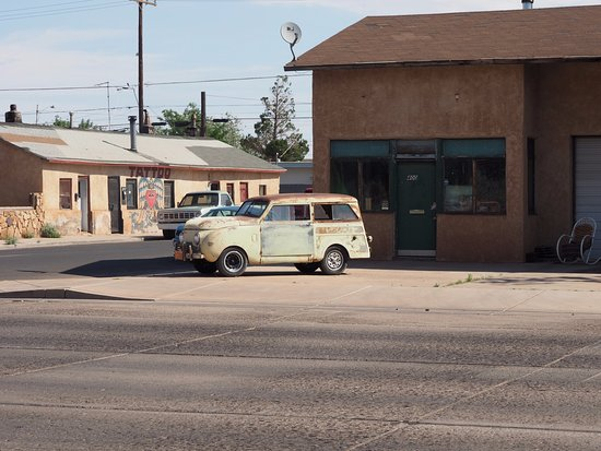 Winslow, AZ: Old Crosley down the street from the corner
