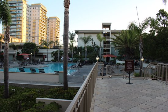 Oakwood Apartments Marina Del Rey: Pool and courtyard area