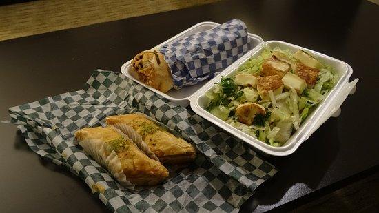 Pembroke, Kanada: Makloube Pita,Akawi Salad, and Baklawa