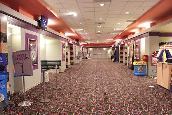 Όκβιλ, Καναδάς: 5 digital cinemas with Dolby digital sound.
