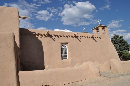 Ranchos De Taos, นิวเม็กซิโก: South side of church