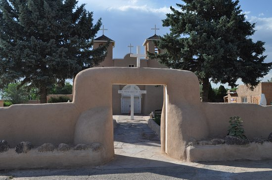 Ranchos De Taos, Nuevo Mexico: View of courtyard and church from east