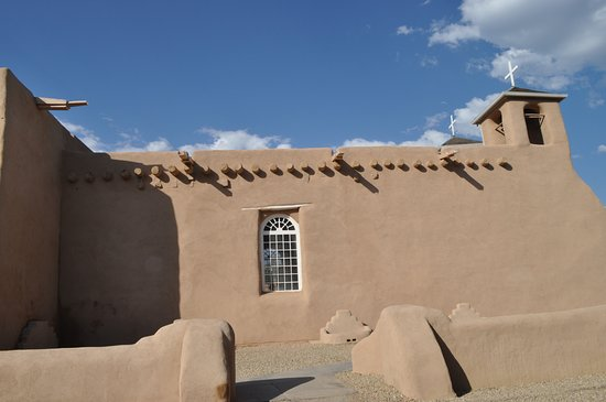 Ranchos De Taos, Nuevo México: South side of church bathed in glorious sunlight