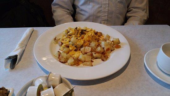 Thousand Oaks, Kalifornia: My Colleague's Scramble at Camboni Italian Restaurant & Bar