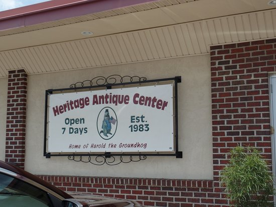 Adamstown, PA: Heritage Antique Center.