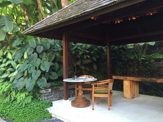 Uma by COMO, Ubud: Breakfast by the Koi pond