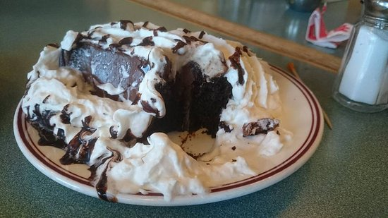 Fort Macleod, Canadá: Chocolate cake after being attacked