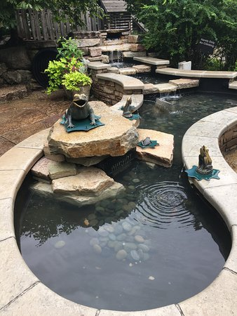 Lisle, IL: water feature