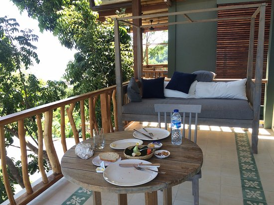 Bayview Gardens Hotel: Breakfast On Balcony