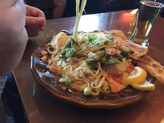 LD's Woodfired Grill: Amazing seafood linguini